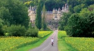 Biking in the Loire Valley (www.adventurefinder.com)